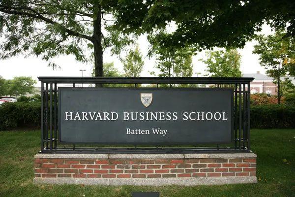 谁是全美就业力最强商学院?它一百分夺冠