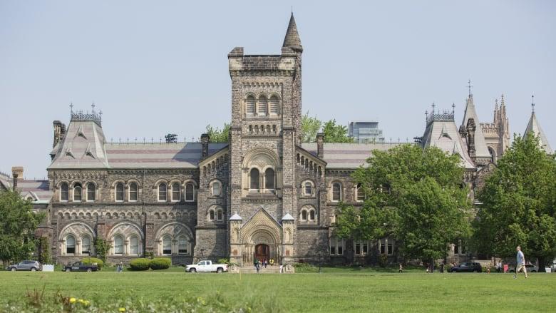 加拿大留学比美国留学容易吗?加拿大大学是否也会开除学生?